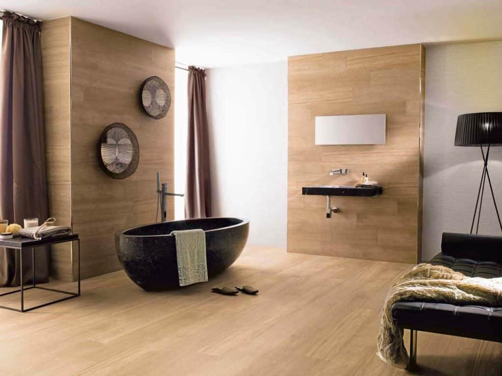 Salle de bain moderne avec du parquet mural