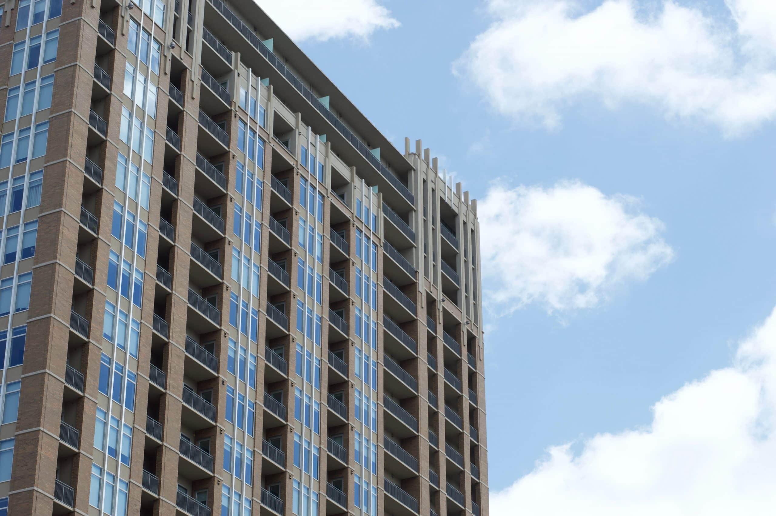 façade d'un immeuble d'habitations